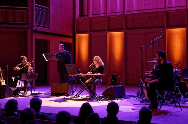 13/21 la musique pop folk de Juliette Leroy sublime pour le XXIème siècle les textes d'amours médiévales